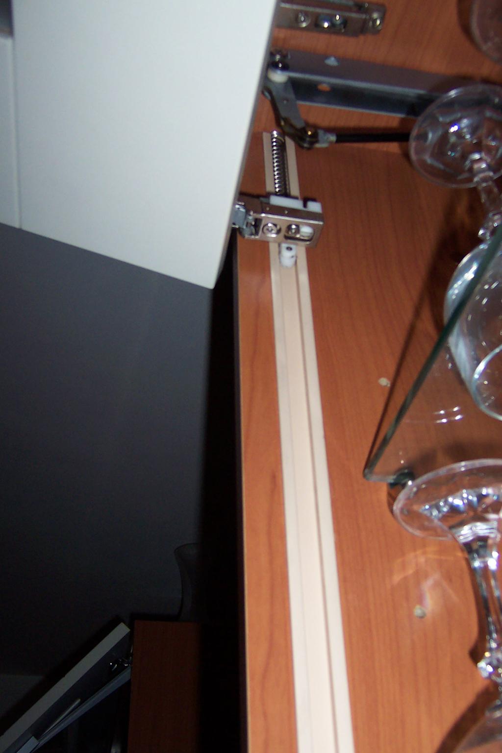 piston pour meuble de cuisine. Black Bedroom Furniture Sets. Home Design Ideas